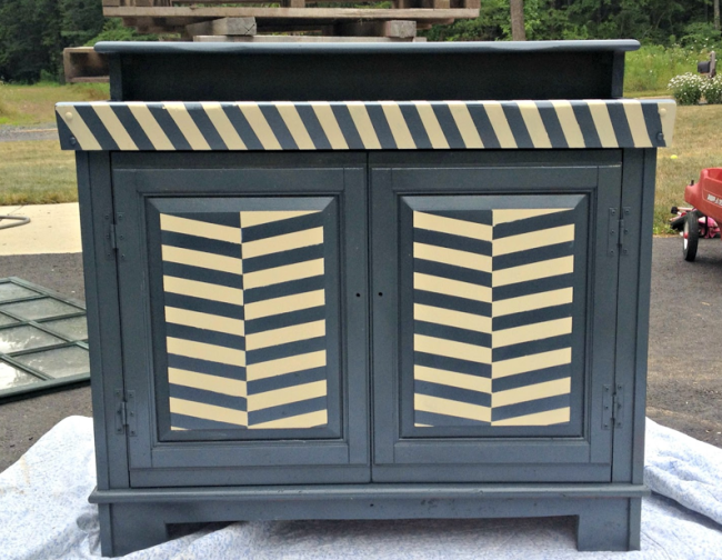 A Guide To Painting Outdoor Wood Furniture And Other Outdoor Materials Luxurycommunities